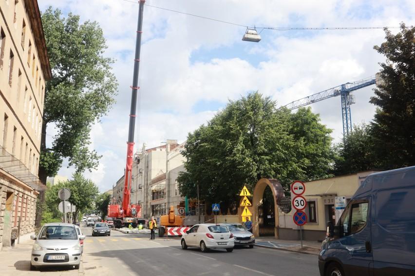 Utrudnienia na ulicy Żeromskiego. Ciasno prze budowę Lidla! ZDJĘCIA