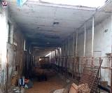 Nieszczęśliwy wypadek w trakcie rozbiórki dachu budynku gospodarczego. Mężczyzna spadł z wysokości
