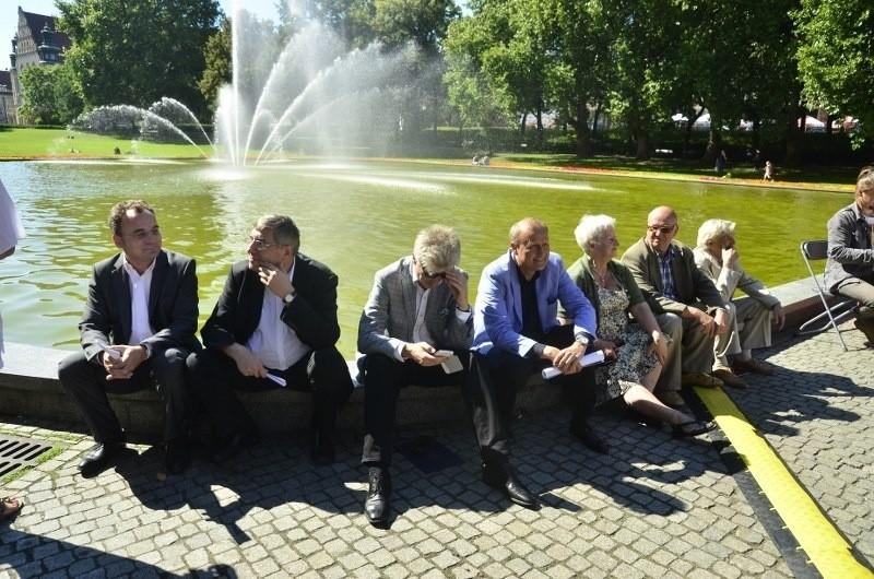 Narodowe czytanie Fredry odbyło się także w południe w Parku...