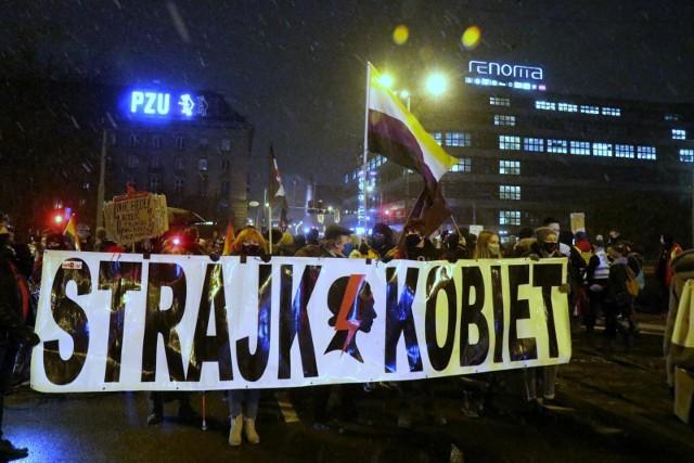 Najnowszy sondaż. Ponad 60 proc. Polaków popiera protesty przeciwko wyrokowi Trybunału Konstytucyjnego w sprawie aborcji