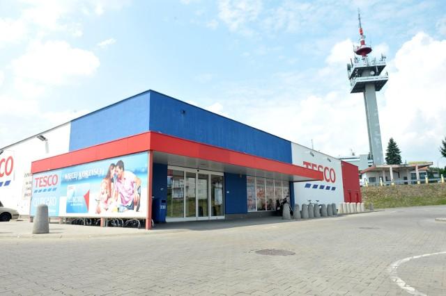 Tesco zamyka kolejne sklepy w Polsce. Będą grupowe zwolnienia!