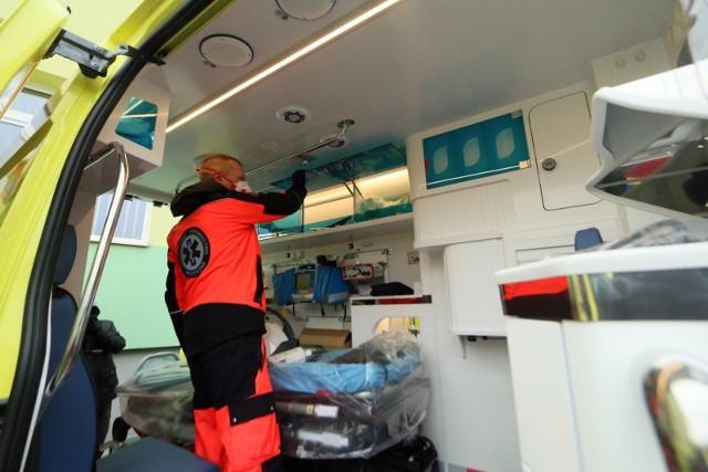 Zdjęcie ilustracyjne. Jak wynika z doświadczeń ratowników medycznych, ataki na nich w trakcie dyżurów zdarzają się głównie ze strony pacjentów pijanych bądź po innych używkach