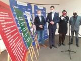 Po akcji z banerami. Radni KO z Grudziądza wyjaśniają z czego wynika podwyżka za śmieci