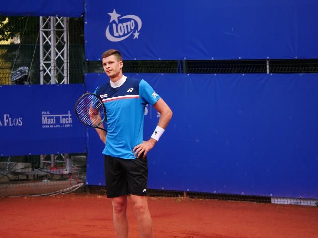 Hubert Hurkacz przegrał w II rundzie mistrzostw Polski z 17-letnim Maksem Kaśnikowskim.