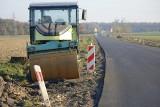 Trwa przebudowa drogi wojewódzkiej nr 385 z Grodkowa. Są utrudnienia w ruchu!