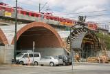 Kraków. Kolejarze instalują nowe tory, więc pociągi znów nie kursują
