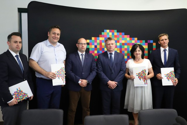 Miasto Białystok, powiat sokólski oraz gminy Czyżew i Radziłów - te samorządy otrzmały z PFRON ponad milion złotych dofinansowania do robót w obiektach, które będą służyły rehabilitacji osób niepełnosprawnych