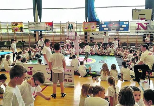 Hala w Kleosinie wypełniła się młodymi miłośnikami sztuk walki