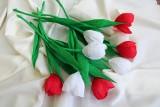 Kwiaty z bibuły. Krótki przewodnik, jak krok po kroku wykonać kwiaty z papieru [INSPIRACJE, ZDJĘCIA] 8.03.21