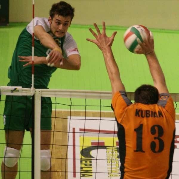 Adrain Szlubowski (z lewej) nie zawodził w ataku i pewnie kończył akcje zespołu.