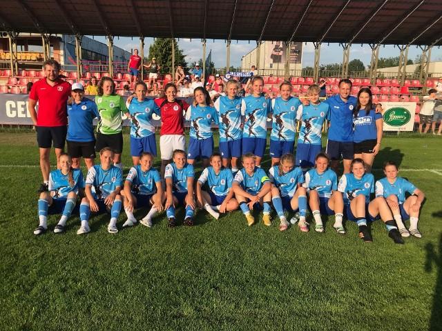Drużyna juniorek UKSSMS Łódź, która wywalczyła awans do finału CLJ