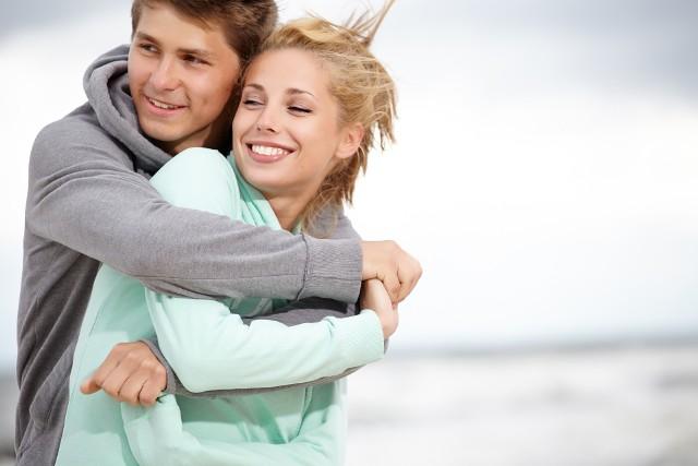 """Chcesz się zakochać? Czytaj nowe anonse! Znajdziesz je na następnych stronach.Zobacz też: Izabela Trojanowska w piosence """"Wakacyjna miłość"""""""