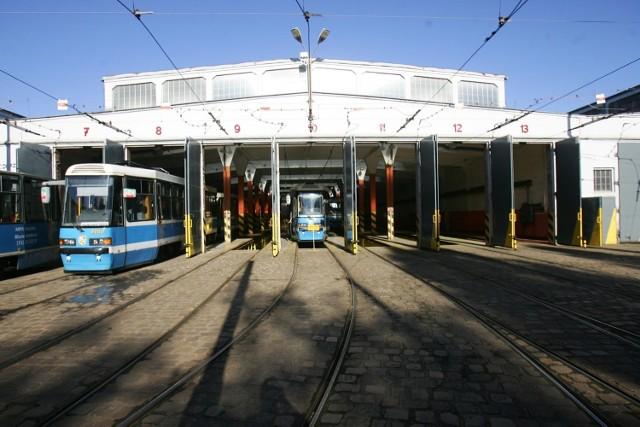 Zajezdnia Ołbin przy ul. Słowiańskiej - to tu trafią dziś 24 tramwaje z Dąbia