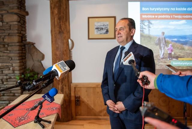 Andrzej Gut-Mostowy, wiceminister ds. rozwoju w sobotę w Zakopanem spotkał się z dziennikarzami, by omówić szczegóły bonu turystycznego