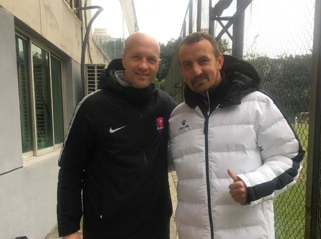 Mariusz Misiura (z prawej) z Jordi Cruyffem