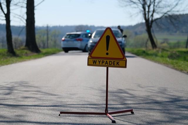 W zderzeniu dwóch samochodów w Lucimiu w pow. bydgoskim zginęła 25-letnia kobieta.