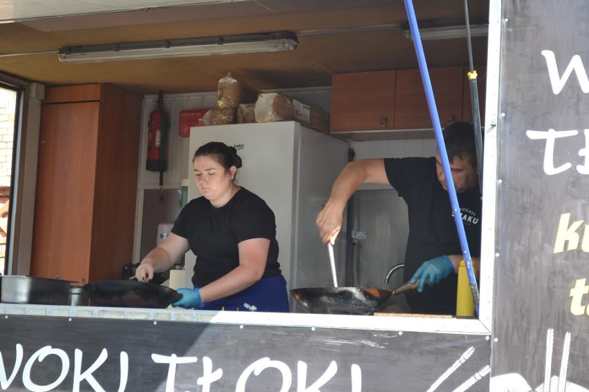 Pod CH Pogorię w Dąbrowie Górniczej przyjechały food trucki....