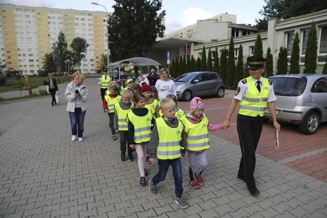 """Rusza coroczna akcja """"Bezpieczne wakacje"""", podczas której straż miejska informuje dzieci, jak zadbać o własne bezpieczeństwo w czasie letniego wypoczynku."""