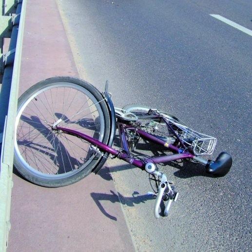 Pijany rowerzysta o mało nie stracił życia na ulicy Zawadzkiej w Łomży
