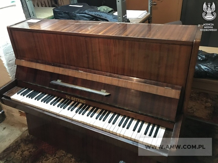 Pianino LEGNICA M105...