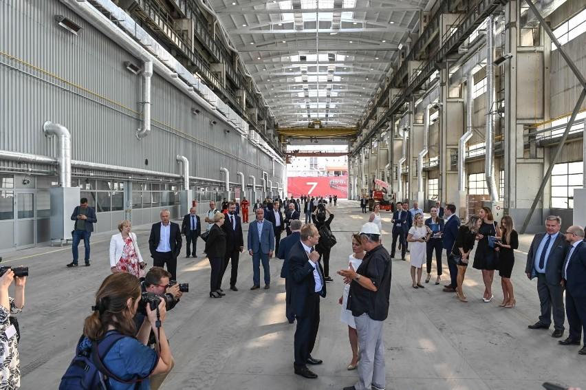 Na terenie dawnej Stoczni Gdańsk odbyła się uroczystość oddania do użytku wyremontowanej hali produkcyjnej 33 oraz płyty montażowej.