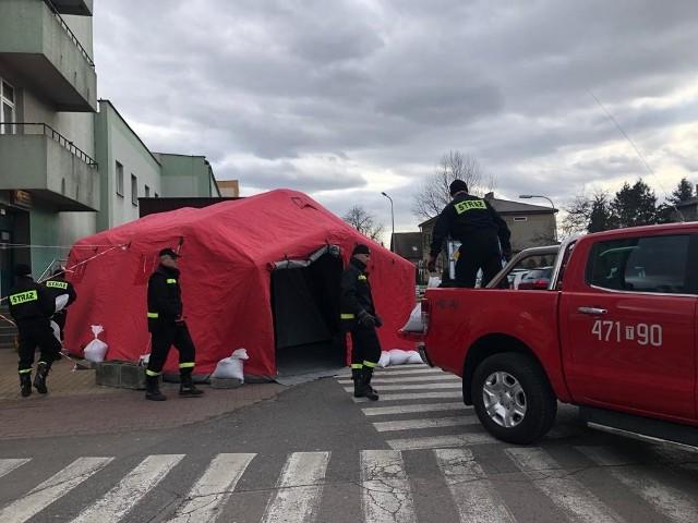 W piątek, przed godziną 13 przed  Specjalistycznym Szpitalem Ducha Świętego w Sandomierzu stanął specjalny namiot.