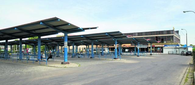 W przyszłości mogą tu powstać inne obiekty. Spółka PKS szuka chętnych na kupno peronów znajdujących się na dworcu.