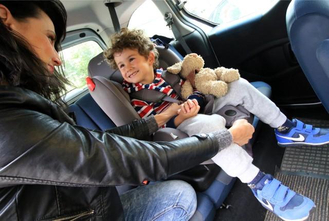 Bezpieczeństwo i komfort - to najważniejsze zasady podróżowania z dzieckiem w aucie