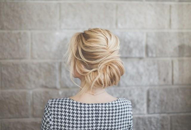 Te proste fryzury na co dzień wykonasz bez trudu, a inni będą patrzeć na Ciebie z zazdrością! Zobacz najlepsze inspiracje na kolejnych zdjęciach.