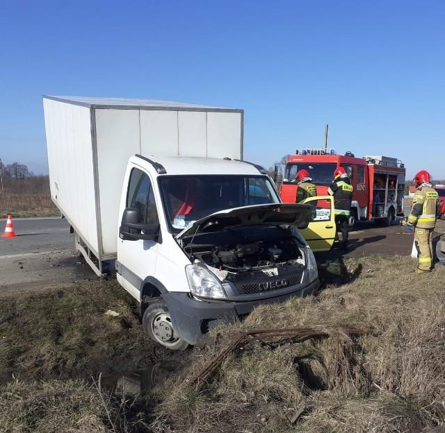 Do wypadku z udziałem ciężarówki wiozącej wielkanocne jaja doszło we wtorek (23 marca) o godz. 9.30 w Słowiku w powiecie zgierskim. Delikatny ładunek nie przetrzymał wypadku. Zobaczcie zdjęcia>>>>