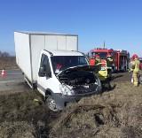 Wypadek ciężarówki z jajami w Słowiku. Jedna osoba w szpitalu, jaja na święta zniszczone