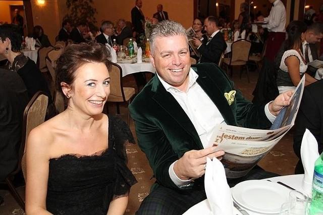 Agnieszka i Bertus Servaas własnie dostali do ręki nasz dodatek specjalny. fot. Łukasz Zarzycki