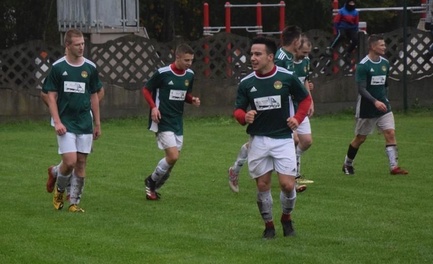 Piłkarze Zawiszy Sienno wygrali na wyjeździe z Oronką Orońsko 3:1.
