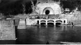 Tak budowano zaporę wodną w Myczkowcach. Mała zapora w cieniu wielkiej tamy [ZDJĘCIA]
