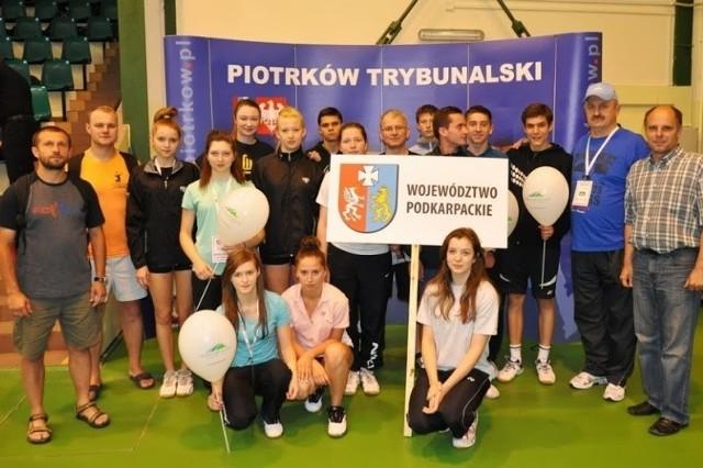 Reprezentacja województwa podkarpackiego w badmintonie na Ogólnopolskiej Olimpiadzie Młodzieży w Piotrkowie Trybunalskim.
