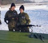 Uczniów z Kościelca zajęcia w szkole i na poligonie z bronią w roli głównej [zdjęcia]