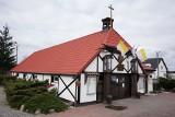 Pogrzeb pierwszej ofiary koronawirusa w Polsce - zmarłą kobietę pochowano w Czapurach