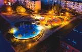 Podwórko dla Pława w Stalowej Woli robi wrażenie. Plac zabaw już cieszy najmłodszych i tych nieco starszych (ZDJĘCIA)