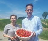 Pascal Brodnicki z ekipą telewizyjną zwiedził chmieleńskie pole truskawek. Uczestniczył w nagraniu filmu, prezentującego truskawkę kaszubską