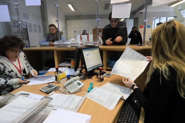 Duża część przedsiębiorców pozostawia zwykle dopełnienie obowiązku przekazania informacji o dochodach pracownikom na ostatni moment.