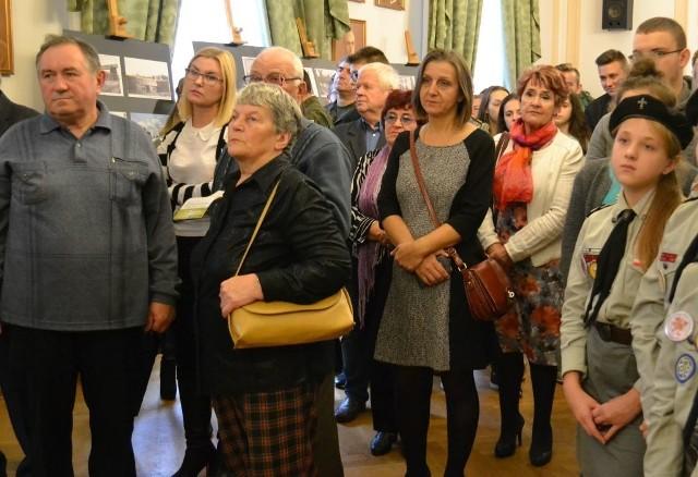 Wiele osób było na otwarciu wystawy