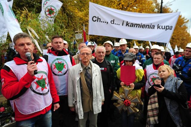 """Protest górników w Warszawie. Demonstracja związkowców z """"Solidarności"""" przed KPRM"""