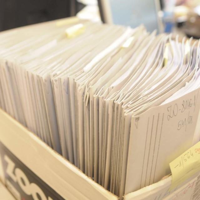 Pod koniec września na załatwienie czekało już ponad 70 wniosków od mieszkańców powiatu opolskiego.