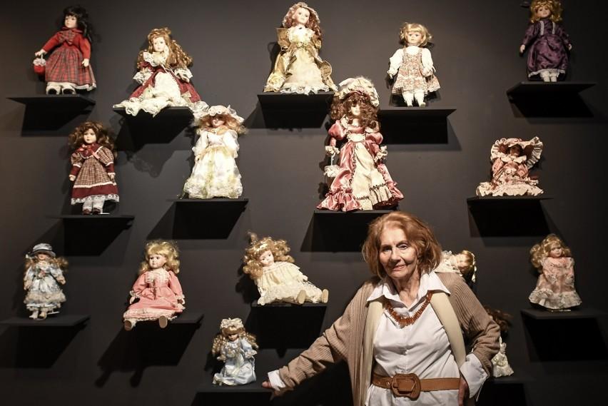 Wszystko, co Krystyna Łubieńska robi, jest teatrem. Ale wystawa to jej okołoteatralne pasje, a zatem nie tylko fotosy ze spektakli, ale też balowe torebki, lalki i sukienki