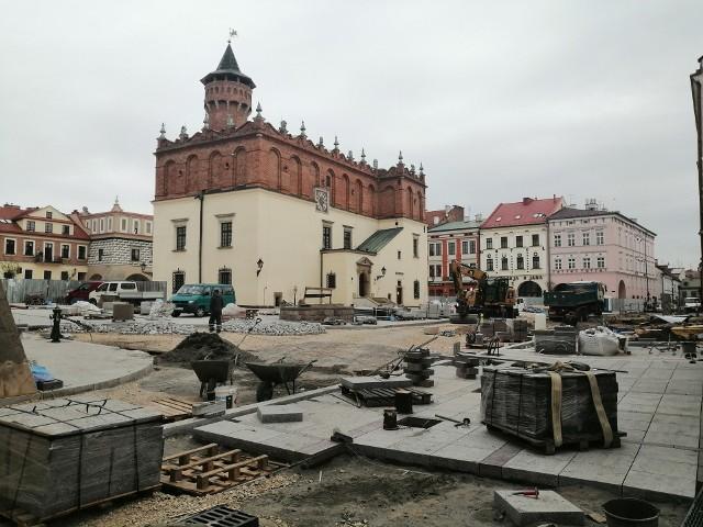 Kontynuowanie prac na rynku uzależnione jest od zakończenia remontu ul. Krótkiej oraz izolacji ścian i piwnic na południowej pierzei
