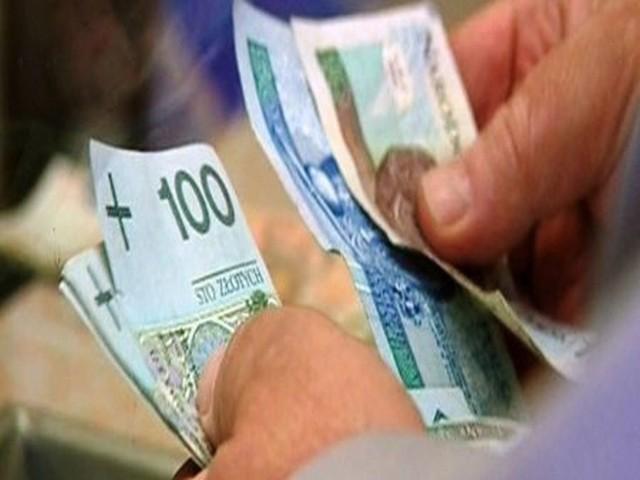 Zadłużenie lokatorów Zadłużenie lokatorów waha się od 2,5 tys. zł do nawet 23 tys. zł. Ale zamiast dług spłacić - można go w Inowrocławiu odpracować.