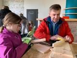 W Sandomierzu zorganizowano rodzinne budowanie budek lęgowych dla jerzyków. Zostaną zamontowane w różnych częściach miasta [ZDJĘCIA]