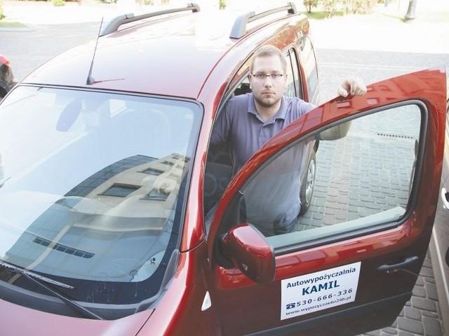 Ludzie myślą, że z usług wypożyczalni samochodów mogą korzystać tylko bogaci. A to nieprawda – mówi Kamil Grabowski, właściciel Autowypożyczalni Kamil