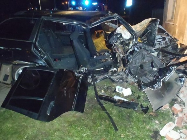 We wtorek około godz. 2 na drodze krajowej nr 6 w miejscowości Pniewo doszło do wypadku. 35-latek, który siedział za kierownicą BMW, stracił panowanie nad pojazdem i wjechał w budynek.