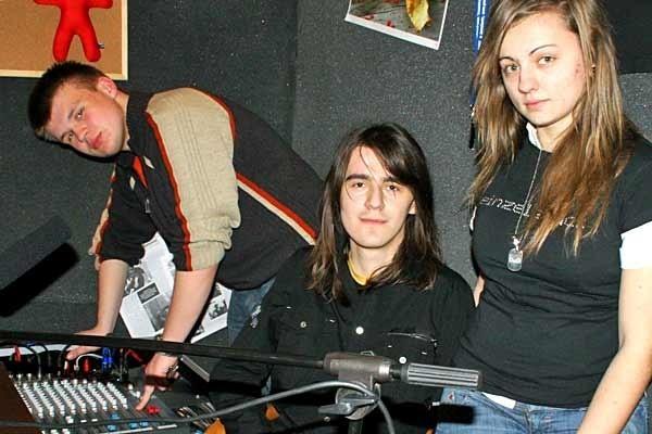 Mariusz Kuras (z lewej), wiceszef radia razem z Rafałem Baryłą, szefem i Dominiką Majcher tuż przed pierwszym programem.